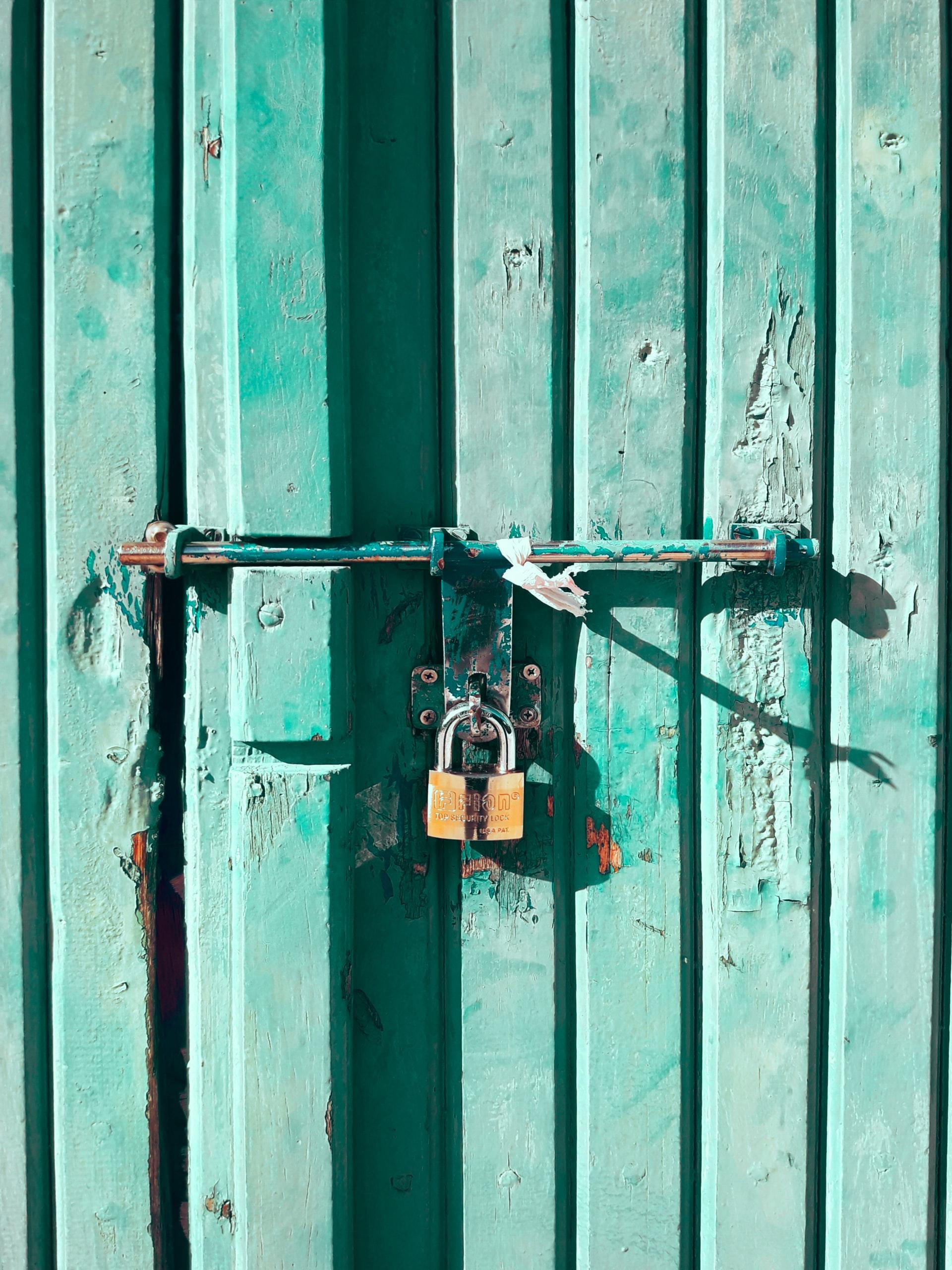 slot op turkooise deur